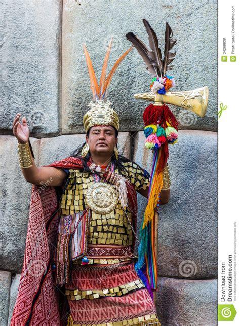 imagenes de trajes aztecas para hombres man inca warrior peruvian andes cuzco peru editorial stock