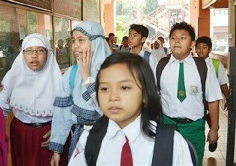 Seragam Sekolah Saat Ini program seragam sekolah sd smp senilai 5 2 m nyatol di ulp gresik independensi