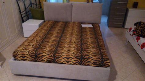 rivestimento letto imbottito letto imbottito con il contenitore rivestimento in tessuto