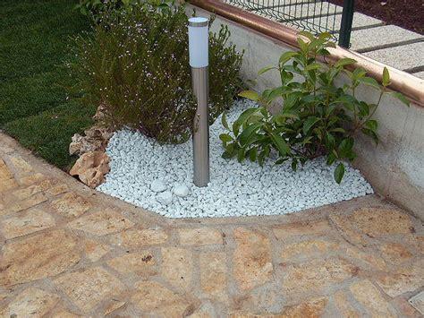 sassi bianchi da giardino ciottoli bianchi di carrara ciottoli colorati ciottoli