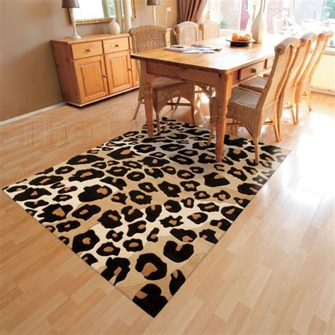 teppich leopard best 25 animal print rug ideas on b q stairs