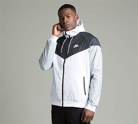 Jaket Parasut Nike Jaket Sport Windrunner Nike nike windrunner jacket white black wolf grey footasylum