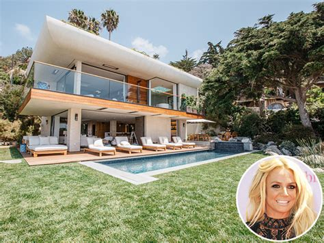britney spears house britney spears vacations in airbnb malibu beach house on memorial day great ideas