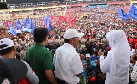 gubernur khofifah hadiri peringatan hari pekerja indonesia