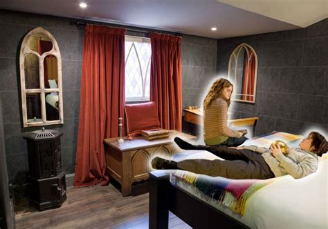 There S A Harry Potter Themed Hotel Room In London And It | there s a harry potter themed hotel room in london and it