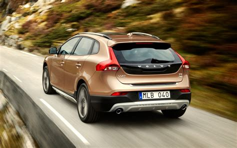 volvo v40 cross country technical details history photos