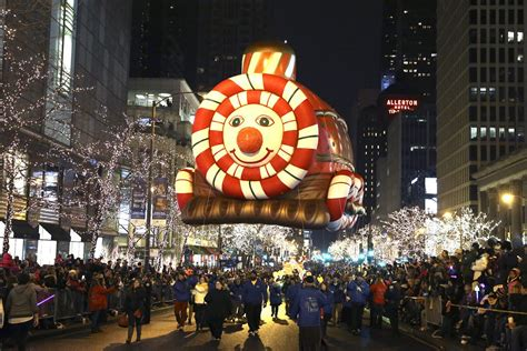 best hotel for chicago lights festival 8 best cities to enjoy city lights and holiday spirit