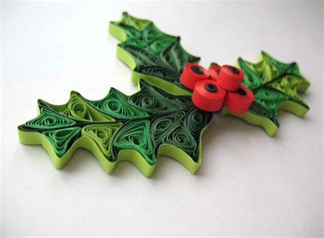 quilling christmas decorations and paper on pinterest