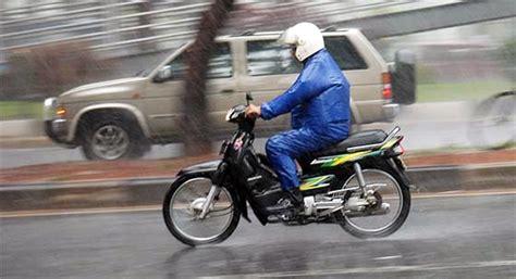 ada motor helmet dah untuk jadi rider completekan lagi dengan 8 benda ni baru rider