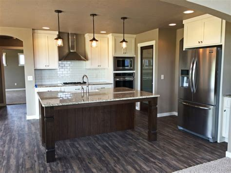 N2298 Northmont   Craftsman Style 1 1/2 Story New