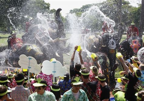is new year celebrated in thailand april 11 2012 171 day in photos