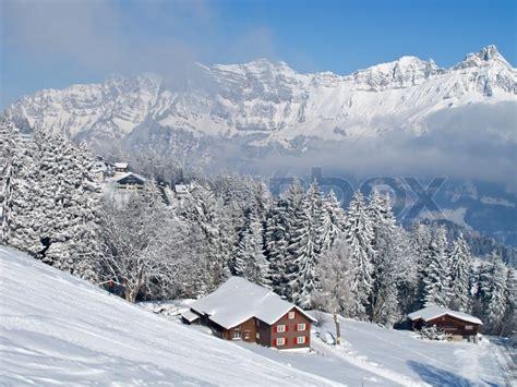 alpen urlaub winter winter ferienhaus in schweizer alpen stockfoto colourbox