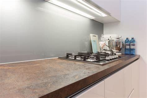 ceramique cuisine cuisine blanche plan de travail c 233 ramique contemporary
