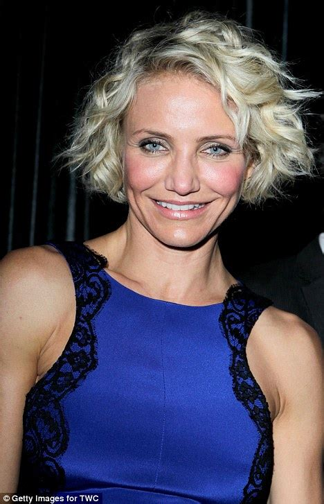 hairstyles for at age 39 golden globe awards 2012 cameron diaz s blue satin dress