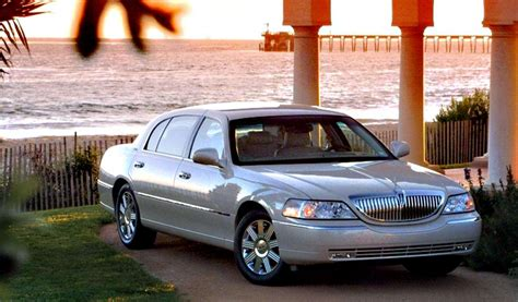 lincoln town car 2009 2009 lincoln town car information and photos zombiedrive