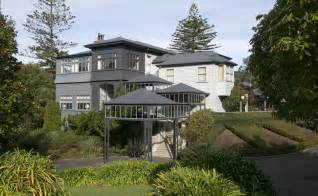 pm barred  living  premier house otago daily times