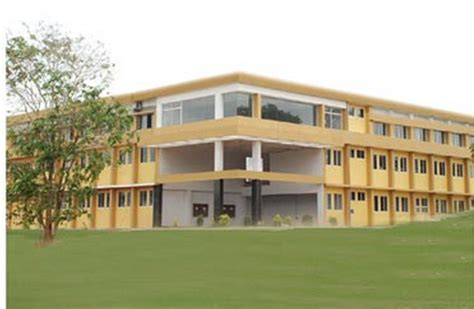 Mba Colleges In Mulund by Fees Structure And Courses Of Mulund College Of Commerce