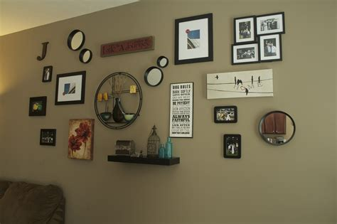 Living Room Wall Photo Collage Oregon Transplant Home Decor Living Room Wall Collage