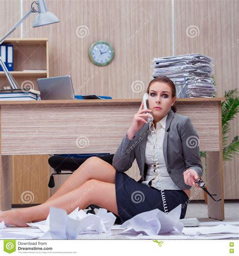 Amazing Secretaire Sous Le Bureau 13 La Manche Libre Secretaire Sous Le Bureau
