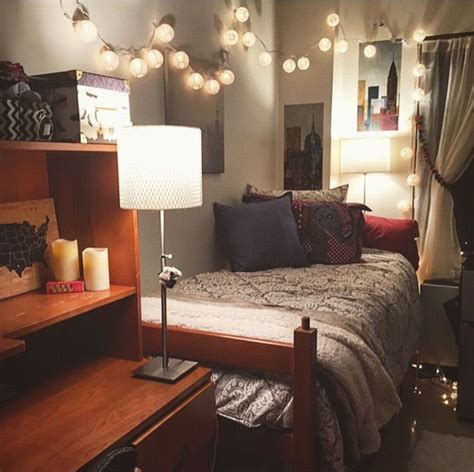 how to make your dorm room look bigger