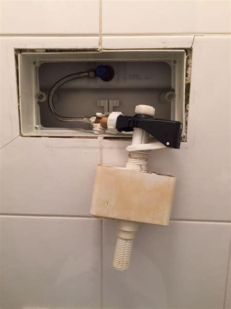 inbouw wc lekt geberit inbouwreservoir loopt door