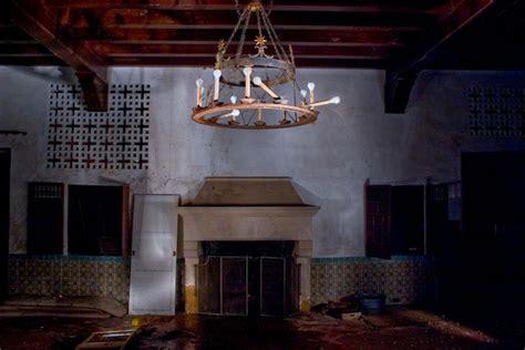 steve jobs home interior inside steve jobs abandoned jackling mansion photos
