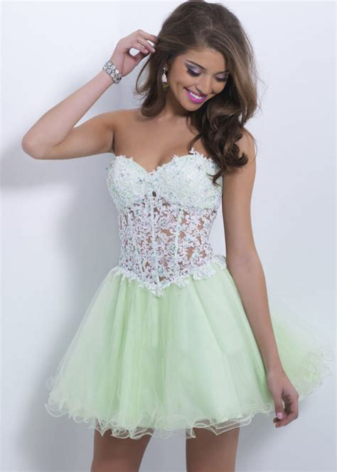 Some tips for selecting short prom dresses
