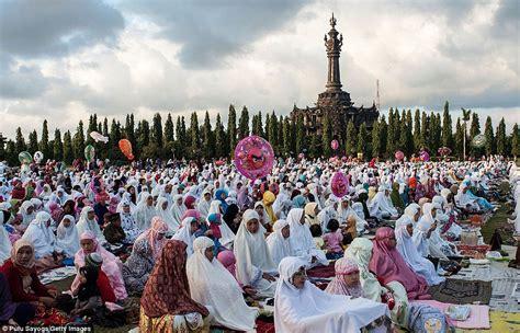 eid  millions  worshippers gather  celebrate