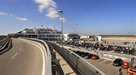 indirizzo porto di bari aeroporto bari palese macchie orari arrivi e partenze