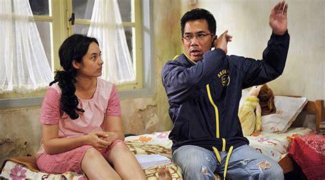 film yang dibintangi oleh chelsea islan chelsea islan mario irwinsyah pegangan tangan di foto bts