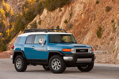 toyota cruiser 2014 toyota fj cruiser continues the tradition autoevolution