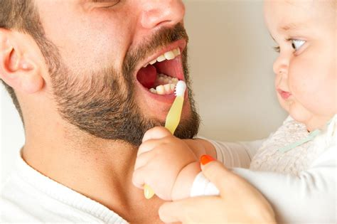 ab wann zahnpasta z 228 hneputzen und zahnpflege bei babys und kindern