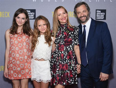 leslie mann judd apatow daughter pictures of judd apatow and family at trainwreck premiere