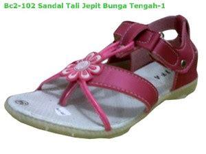 Sandal Jepit Bunga Een 28 berliansepatubogor