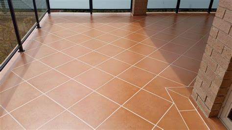 resealing bathroom tiles resealing bathroom tiles 28 images how to apply a