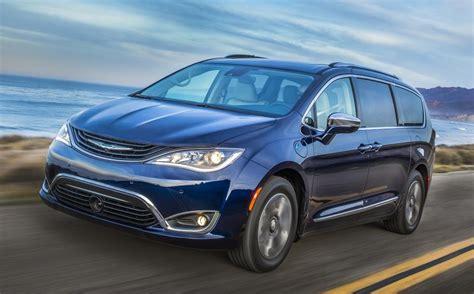 Chrysler Hybrids by 2017 Chrysler Pacifica Hybrid At 84 Mpge
