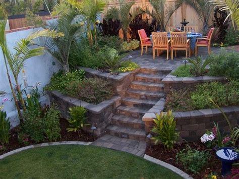 Garten Terrassieren garten terrassieren hochbeete links und rechts den