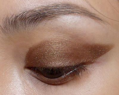the paper mulberry cosmetics winged eyeliner lazy girl s guide to easy winged liner and