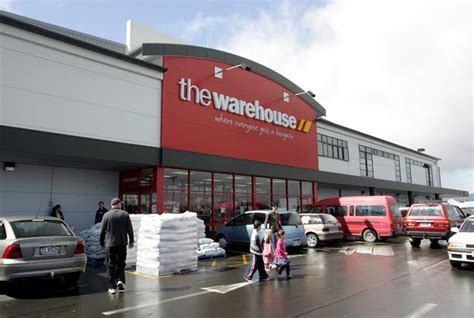 the warehouse department stores and shopping malls te