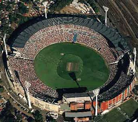 what is the seating capacity of the mcg seating capacity