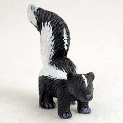 Skun Mini skunk mini resin painted wildlife animal figurine
