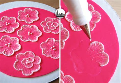 fiori in ghiaccia reale decoriamo tutorial per ricami di glassa reale parole di