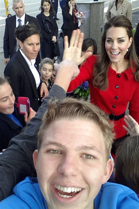 Detox And William Fight Reddit by Kate Middleton Photobombs Fans In New Zealand And Makes Us