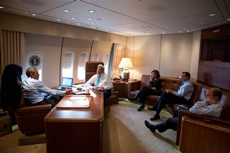 inside air force one obamas bushes clinton bond air force one the traveling white house shareamerica