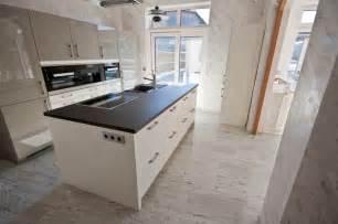 naturstein fussboden bodenbel 228 ge aus dem naturstein juparana bianco modern