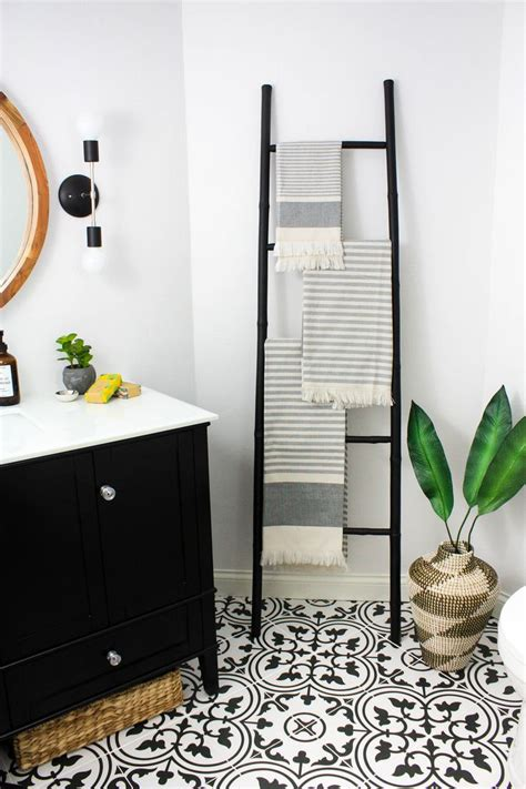 Modern Black And White Bathroom by Best 25 Black And White Tiles Ideas On Black