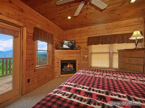 10 bedroom cabins in gatlinburg gatlinburg cabin viewtopia 2 bedroom sleeps 10