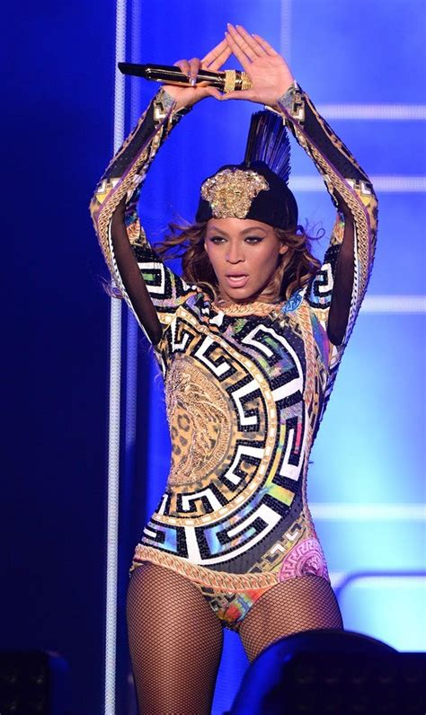 Beyonce Goes Versace by 14 Ways To Be Beyonc 233 For Brit Co