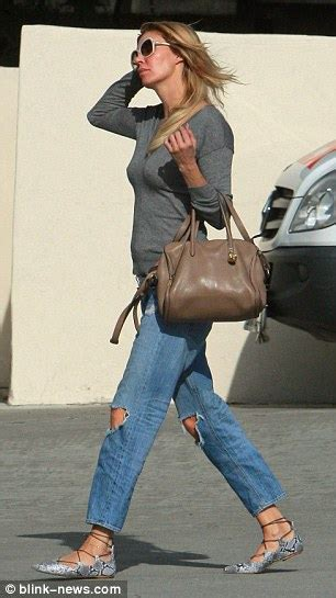 brandi glanville boyfriend jeans rhobh brandi glanville goes make up free while shopping in