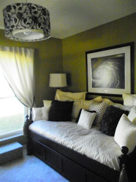 spare bedroom decorating ideas bedroom office this is our spare bedroom office green new bedding and light